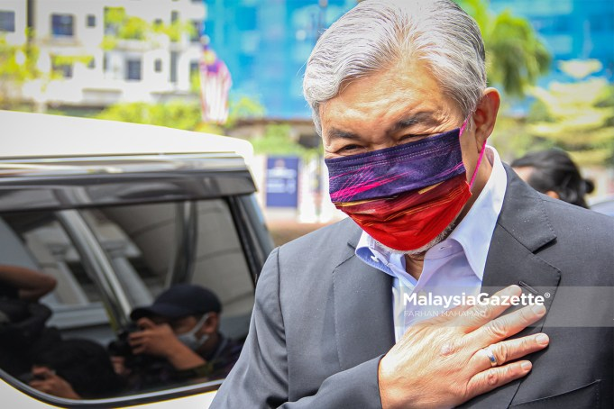 Former Deputy Prime Minister cum President of UMNO Datuk Seri Dr Ahmad Zahid Hamidi leaves the Kuala Lumpur Court Complex after the proceeding of his criminal breach of trust, power abuse and money-laundering trial involving Yayasan Akalbudi foundation. PIX: FARHAN MAHAMAD / MalaysiaGazette / 06 SEPTEMBER 2021.