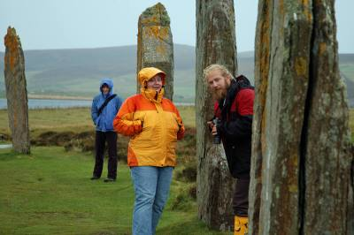 tracey nadine and magnie at brodgar web 1600