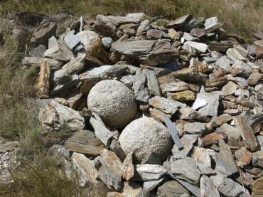 Bales de granit al Castell de Pallars, com les que va veure el poeta