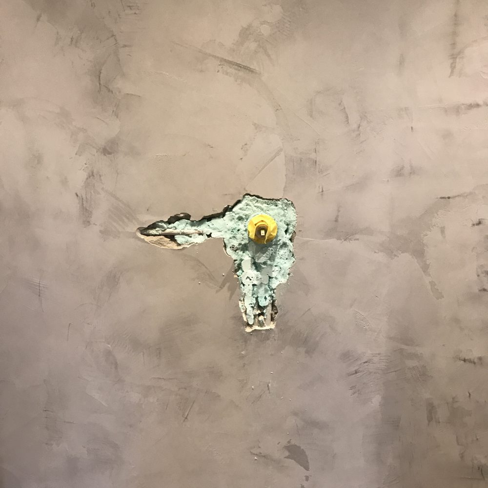 Fugenlose duschwand mit unikat spachteltechnik besch digt - Duschwand fugenlos ...