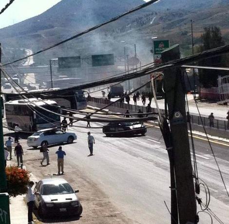 Enfrentamiento entre Estudiantes de Ayotzinapa y policías