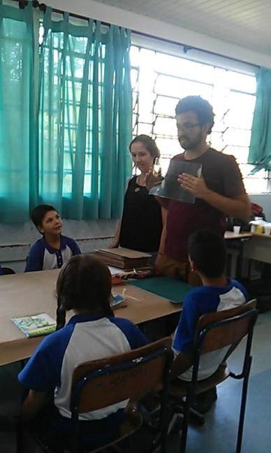 Pacelli Dias ministrando oficina na EM Jocymara de Falchi Jorge.