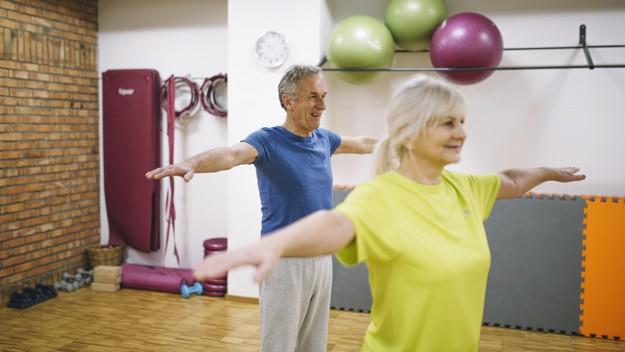 idosos treinando