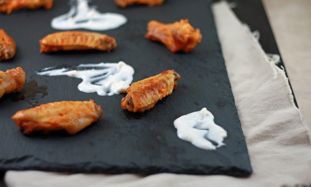 skinny buffalo wings with buttermilk blue cheese dip