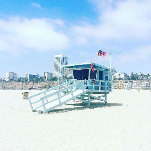 nice-beach-day-santa-monica-beach-california-lifeguard-tower-malibu-mart-online-magazine-7-16-2016-1