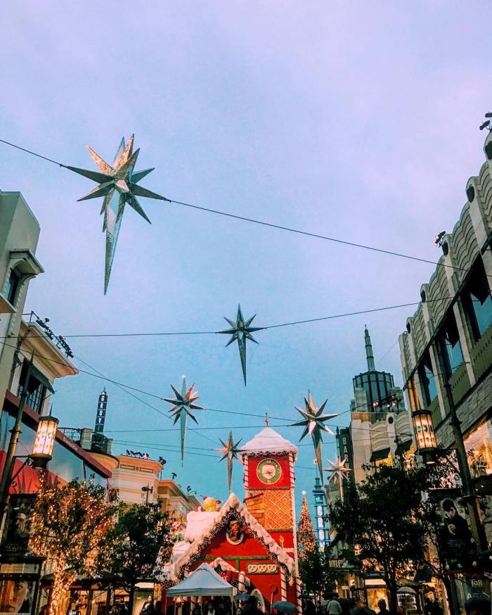 christmas-is-taking-over-los-angeles-the-grove-holiday-shopping-by-lilouu2901-11-30-2016-1
