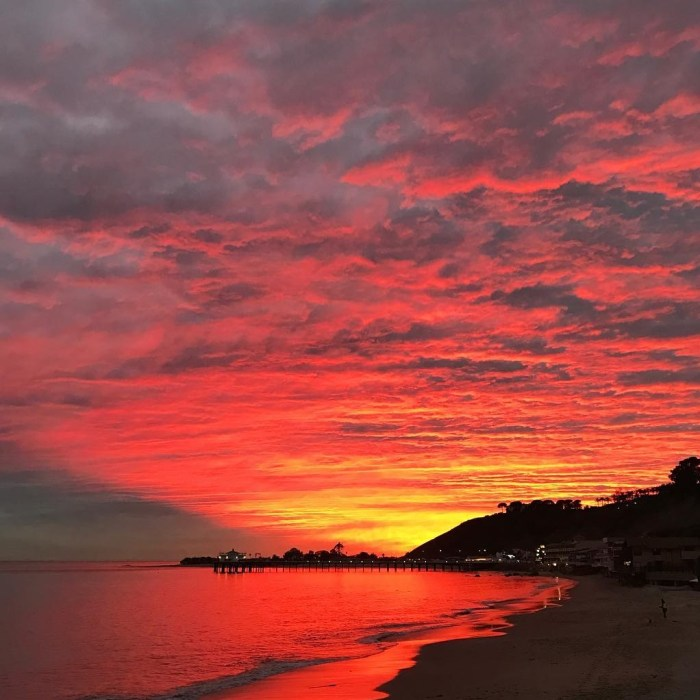 10 Epic Views of the Fire Sunset in Malibu