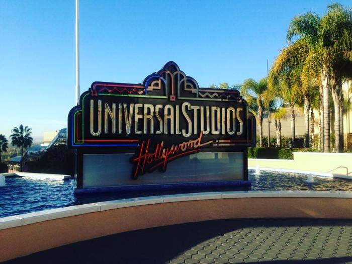 universal-studios-hollywood-sign-by-ashley_murray16-12-19-2016-1