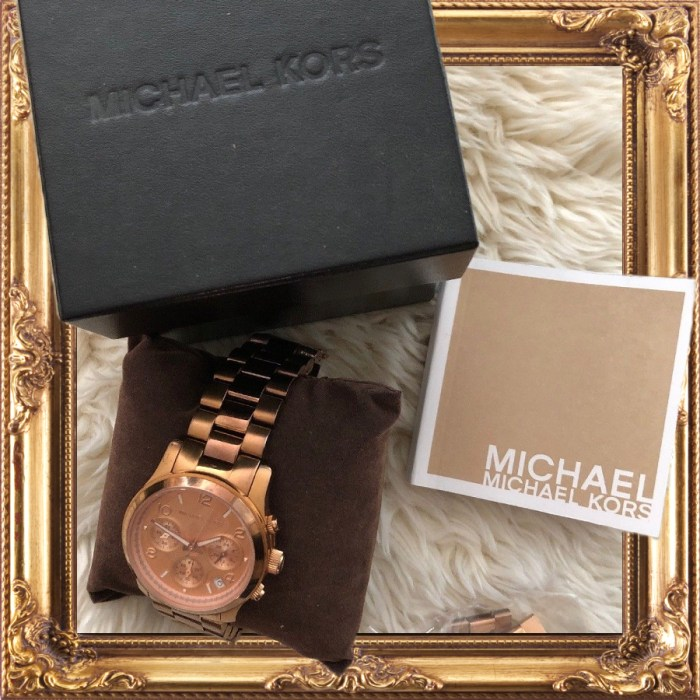 Michael Kors Women's Chrono 100m Rose Gold Tone S. Steel Preowned Watch