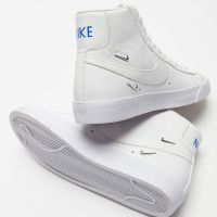 Nike Blazer Mid '77 SE Sneakers - Womens Shoes