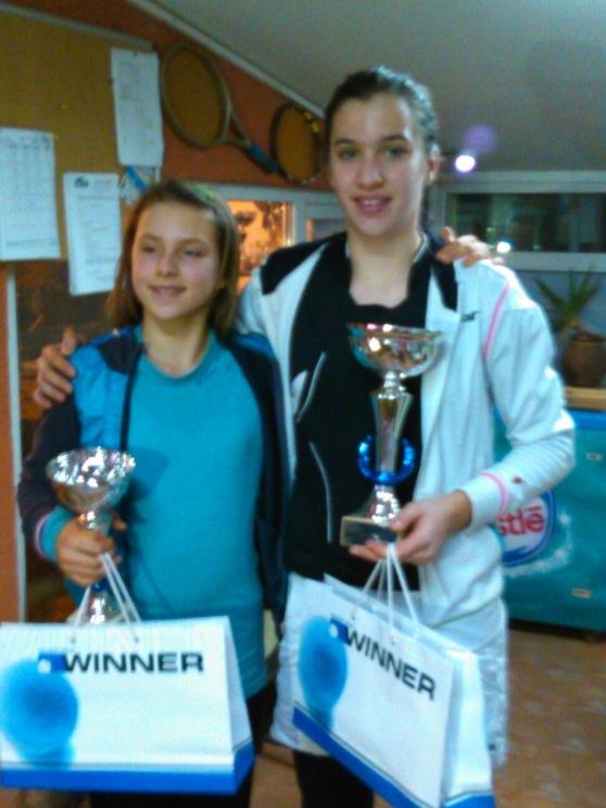 Senka Deletić i Jelena Marjanović, finalistkinje Kupa Srbije 2015 do 12 godina u TK Winner