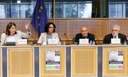 De gauche à droite : Carmen ROMERO LÓPEZ (eurodéputée S&D), Malika BENARAB-ATTOU (eurodéputée Les Verts/ALE), Abderrahmane MEBTOUL (Professeur, économiste et expert international), Vicente Miguel GARCÉS RAMÓN (eurodéputé S&D)