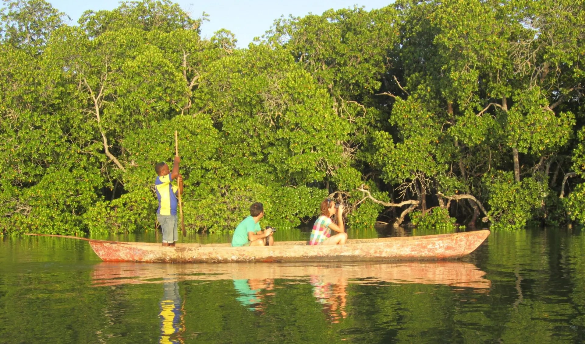 Traditional-dugout-canoes mida creek