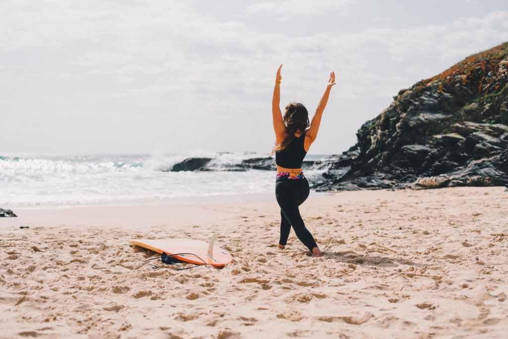 Surf yoga girl workshop warrior 1 virabadrasana