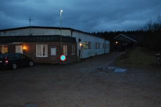 Åmåls ridklubb i skymningsljus.