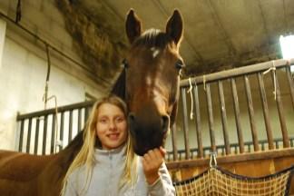 Emma med sin ena sköthäst Patron.