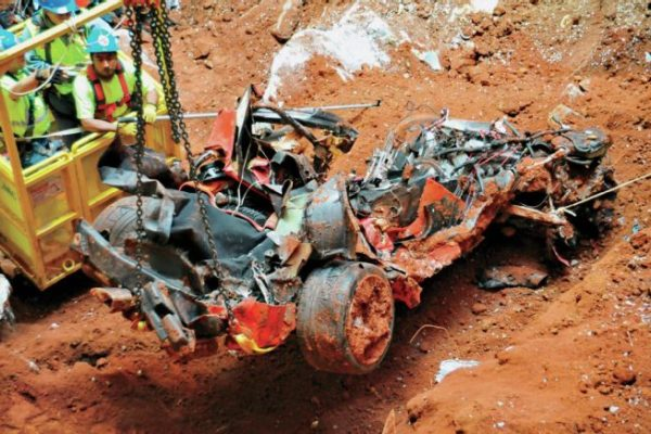 2001-chevrolet-corvette-remains