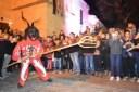 El dimoni intenta 'pinchar' al público