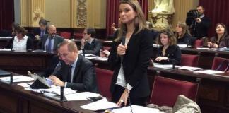 020117 Margalida Prohens en el Pleno del Parlament