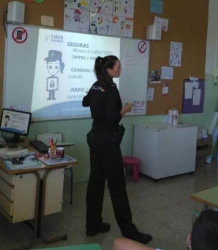 240517 charlas ciberacoso policia nacional