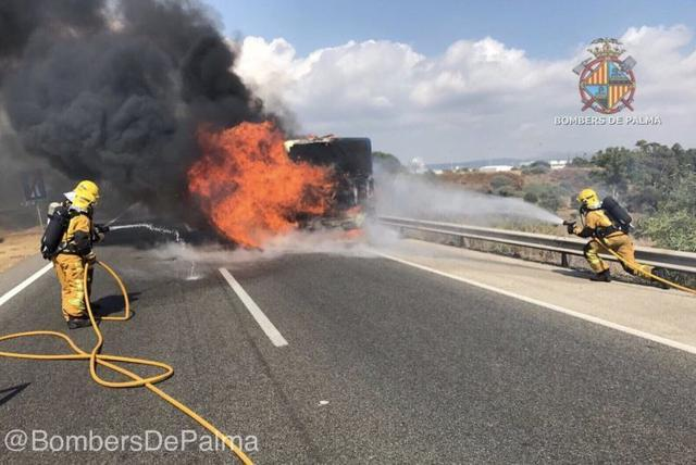 010617 bus incendiado