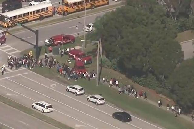 Un muerto y una veintena de heridos en un tiroteo en un instituto de Florida