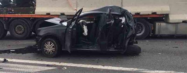 coche destrozado accidente via de cintura camion, coche y furgoneta como objeto inteligente-1