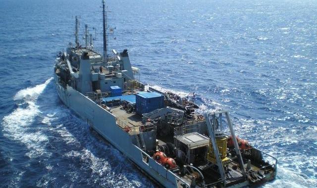 Barco-Neptuno-recupera-el-fuselaje-de-la-avioneta-siniestrada-del-Ibanat