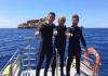 Álex González, David Bisbal y Jesús Calleja practicando en 2015 submarinismo en Mallorca (Foto: Twitter)