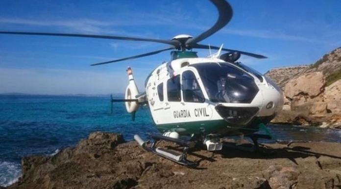 La Guardia Civil busca a otros dos ocupantes de la patera localizada en aguas de Baleares (Foto: Europapress)