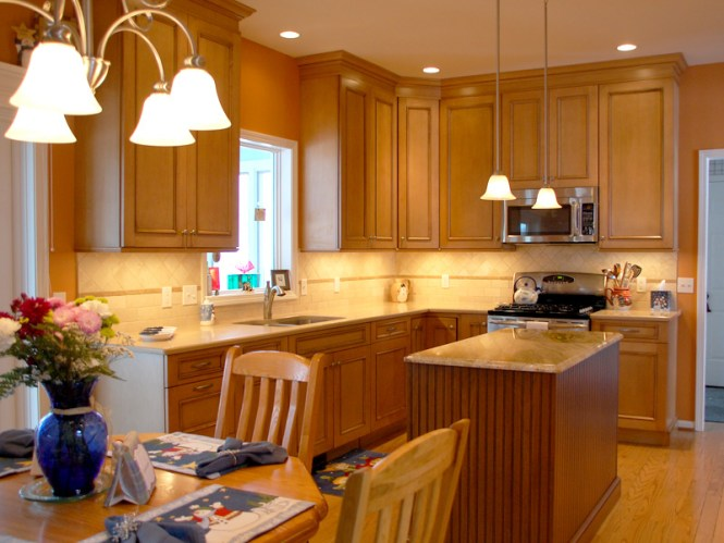 Countertops With Maple Cabinets - BSTCountertops on Natural Maple Maple Cabinets With Quartz Countertops  id=13724