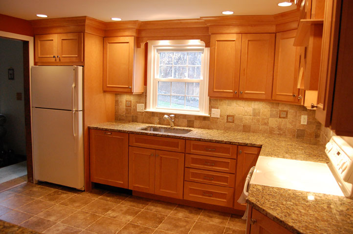 Maple Cabinets -Granite Countertops « Maloney Contracting on What Color Granite Goes With Honey Maple Cabinets  id=88459