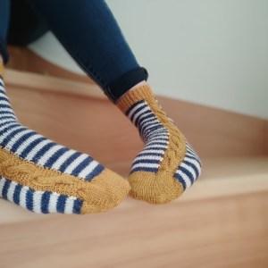 Sinapis - Chaussettes au tricot - Intarsia - Maloraé Designs