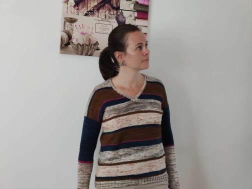 Polygonia, Pull au tricot rayé