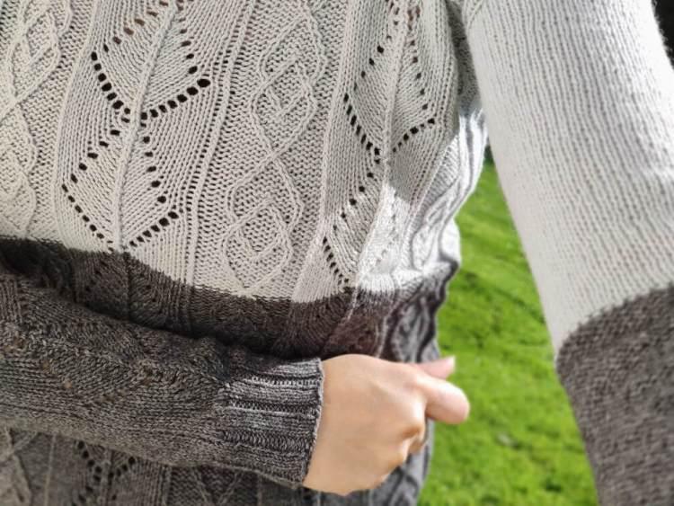 Zoom sur les manches du pull santoline
