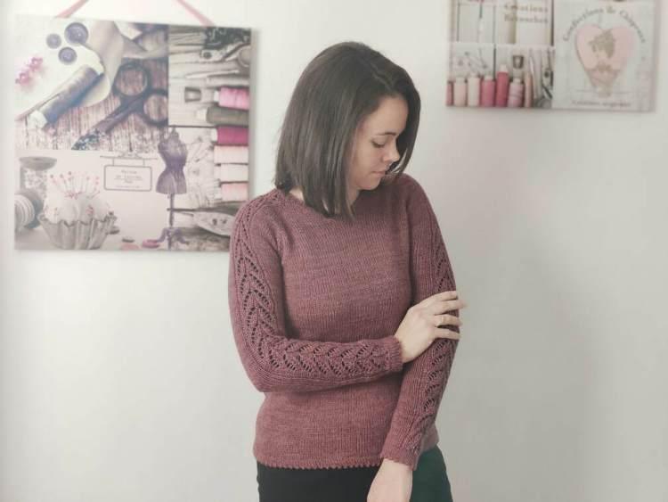 Maloraé Designs - Pull Watsonia tricoté en jersey et dentelle pour femme