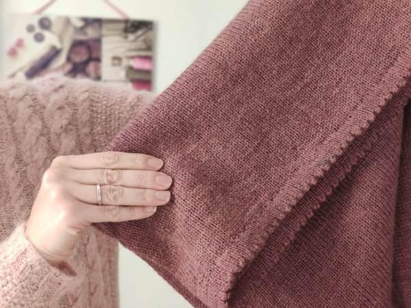 Maloraé Designs - rabat en dent de chat du pull Watsonia - tricot