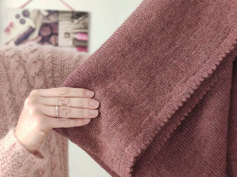 Maloraé Designs - rabat en dent de chat du pull  - tricot