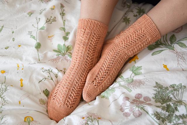 Aurelle - Chaussettes au tricot - Patron gratuit -Maloraé Designs
