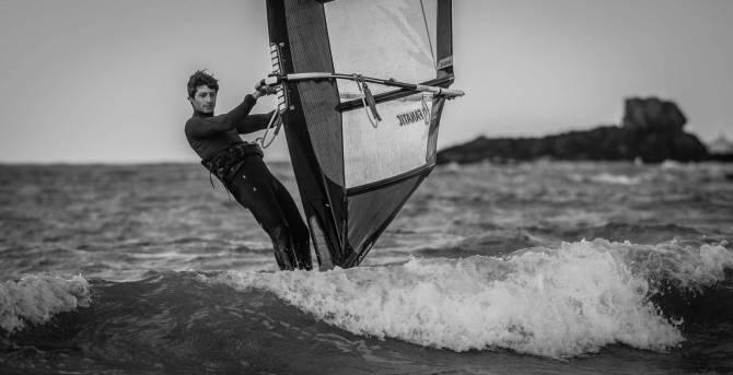 Illustration Windsurfeur professionel William Huppert La glisse Windsurf Skate Coupe du monde Saint Malo Championnat de Bretagne Championnat de France