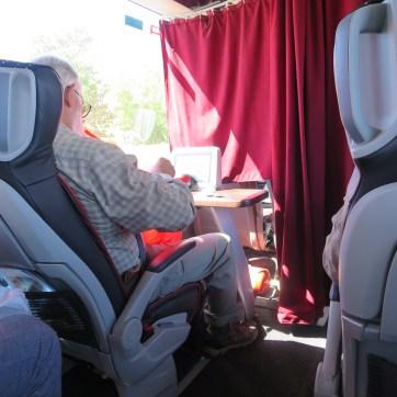 LUX Expressのラウンジ席2
