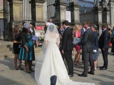 聖ペテロ聖パウロ教会前での結婚式