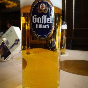 Una Gaffel Kölsch recien servida