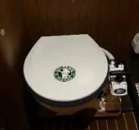 ヨットのトイレは座ってね