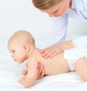 Потница у грудничка: как лечить новорожденных, можно ли ...