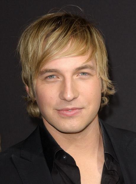 Lange haare gelten bei männern immer noch als etwas besonderes. Herrenfrisuren blond