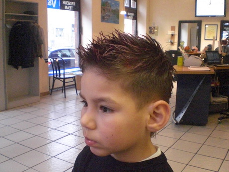 The undercut is a stylish haircut for men. Jungen haare schneiden