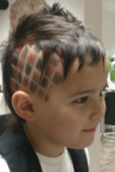 Auch frauen setzen bei ihrem haarschnitt immer öfter auf die kombination aus ganz. Kinderfrisuren jungen undercut