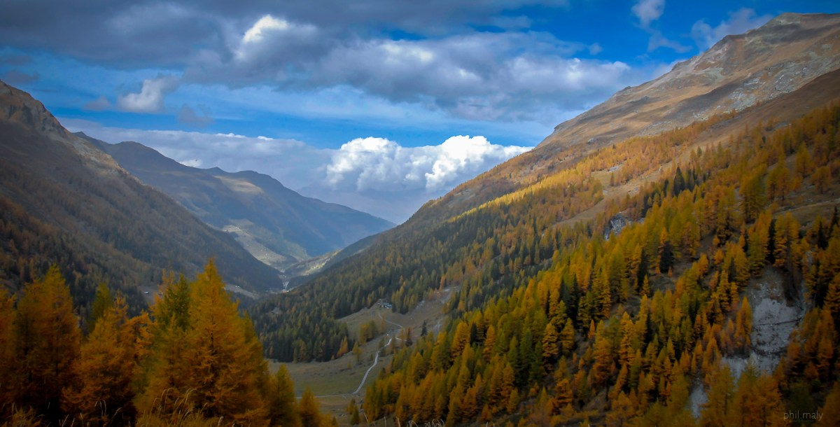 Autumn colors in the val d'Hérens in Wallis