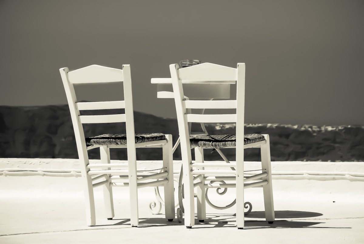 Two white chairs on a rooftop terrasse